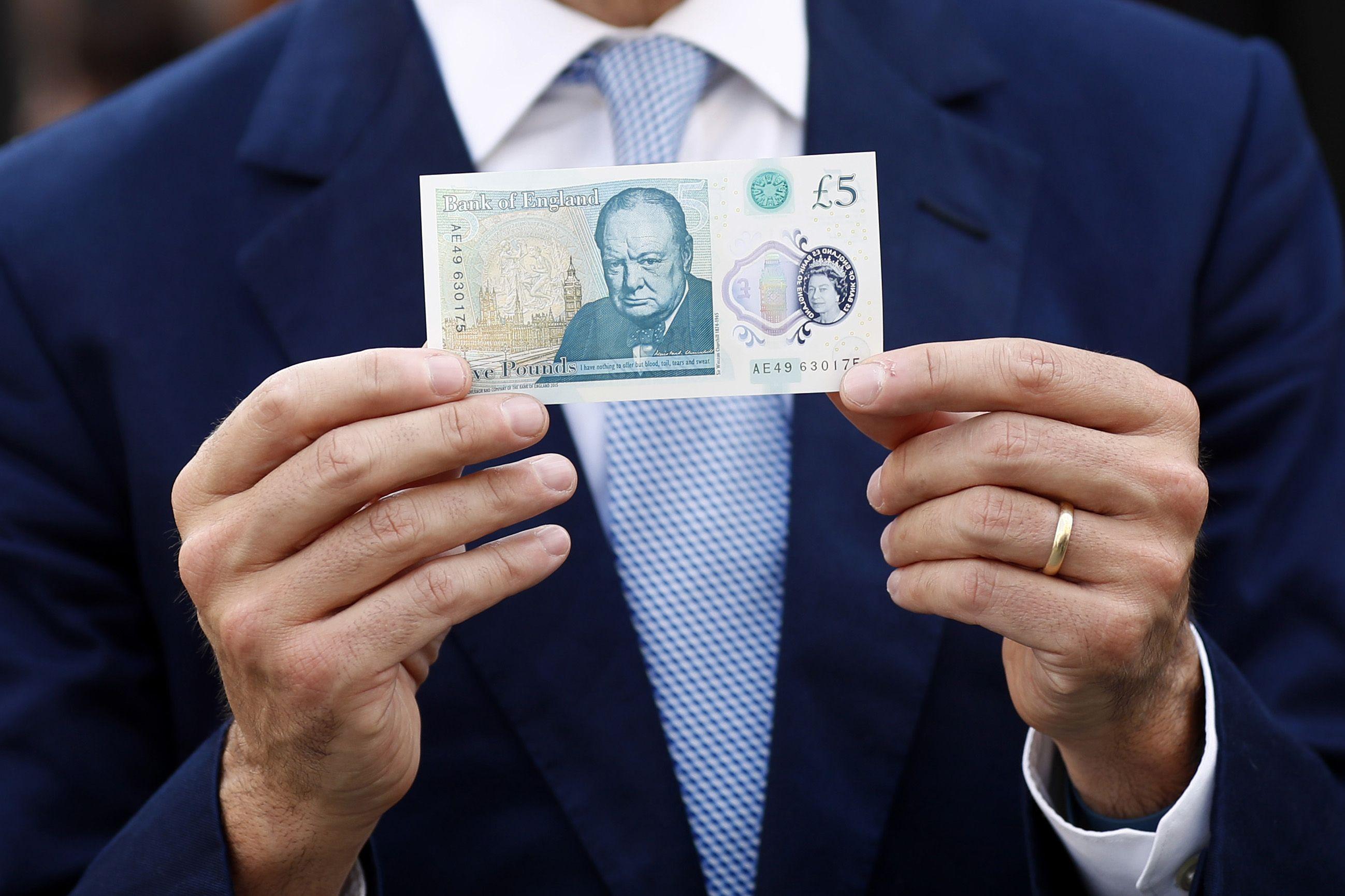 Brit� svaras prekybos partneri� valiut� at�vilgiu�� pigiausias per 168 m.