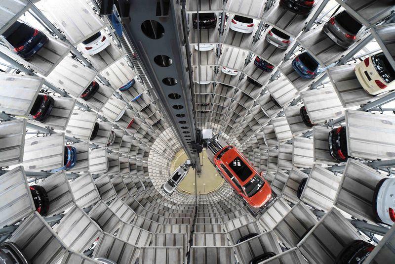 """Naujų automobilių rinka auga. Fabiano Bimmerio (""""Reuters"""" / """"Scanpix"""") nuort."""