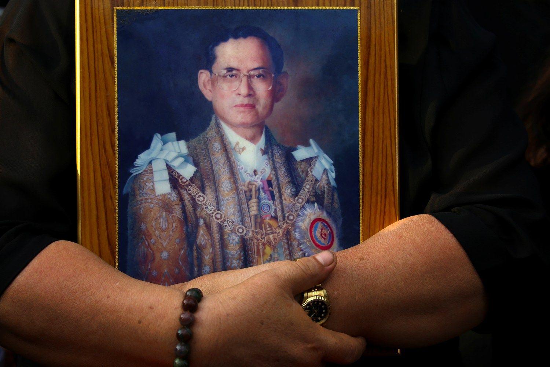 Gedulas dėl karaliaus mirties gali smogti Tailando turizmui