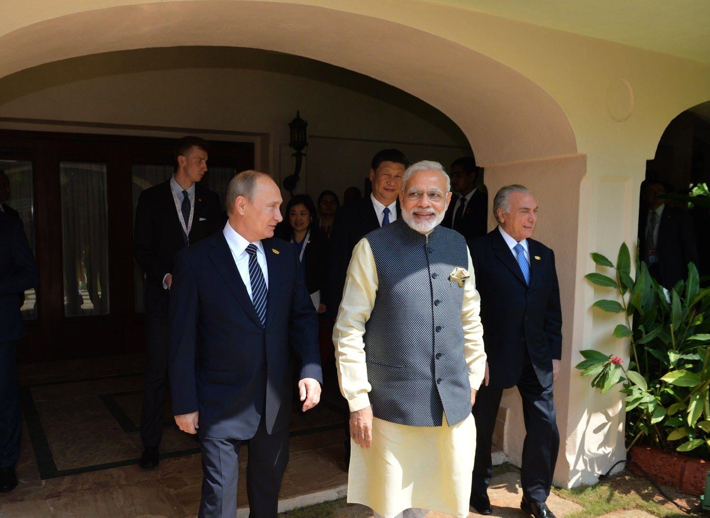 Tarp Rusijos ir Indijos – naujos milijardinės sutartys