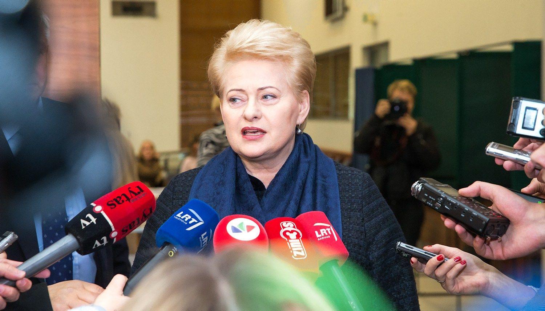 """Prezidentė vėl sukritikavo """"Lietuvos geležinkelius"""""""