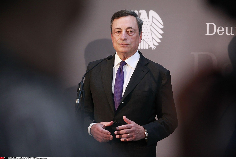 ECB nepakeit� pal�kan�