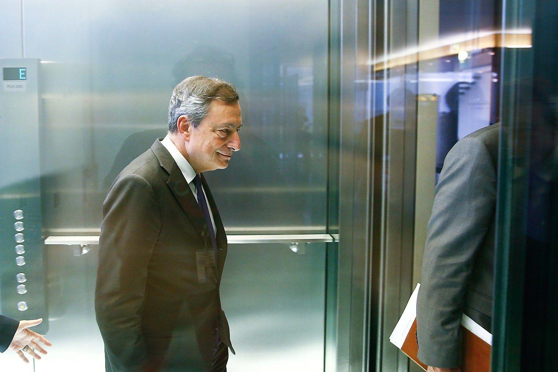 Prieš ECB posėdį euras neria į 3 mėnesių žemumas