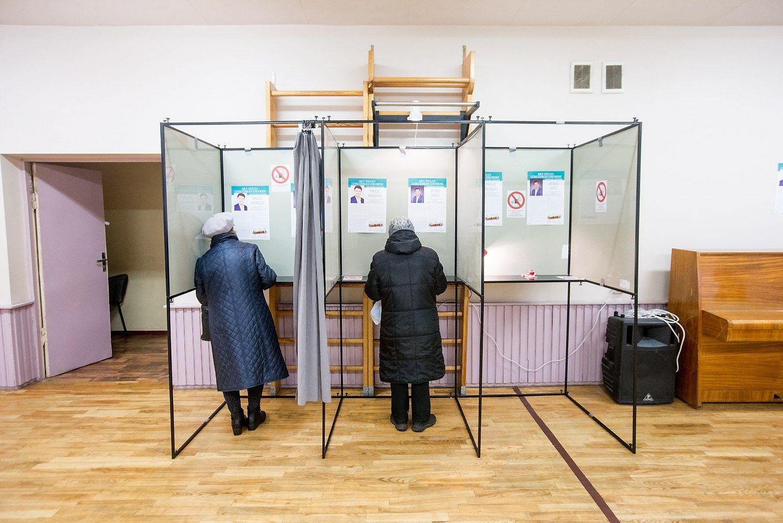 Prie balsadėžių atėjo ketvirtadalis rinkėjų