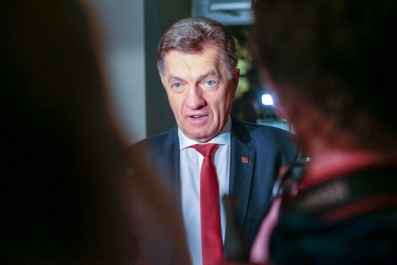 Butkevičius iš LSDP vadovų nesitrauks iki kitų metų kovo