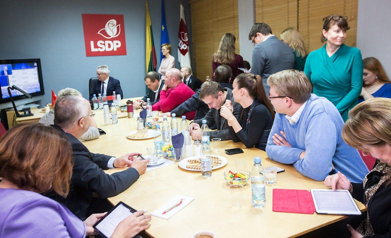 Socialdemokratai �ada neb�ti u�sispyr�