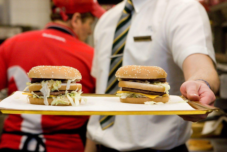 Maitinimo sektoriaus lyderiai: kokie vidutiniai darbuotojų atlyginimai