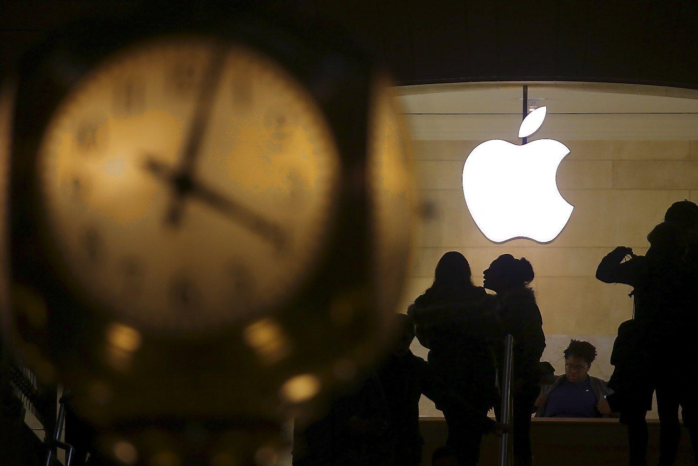 """Po 15 m. pertraukos – pirmasis """"Apple"""" pelno nuopuolis"""