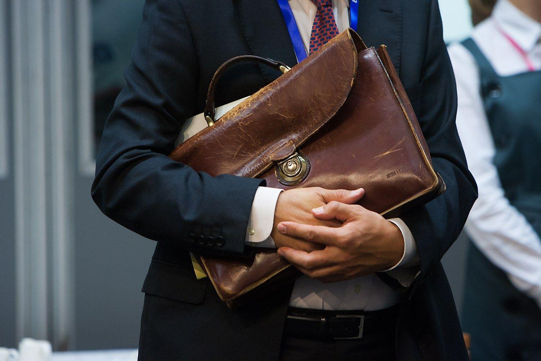 Valdininkų algų priemokas galima riboti, nustatė KT