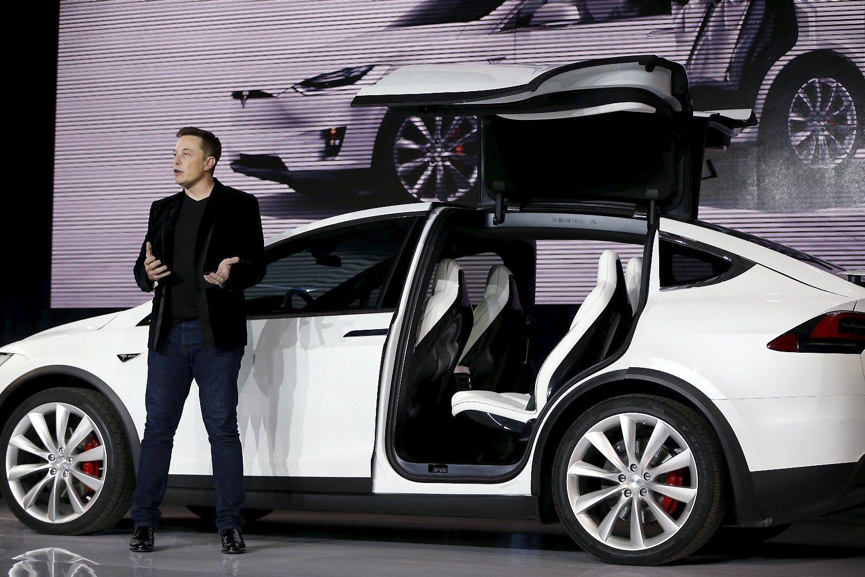 �Tesla� nustebino � ketvirt� pabaig� pelningai
