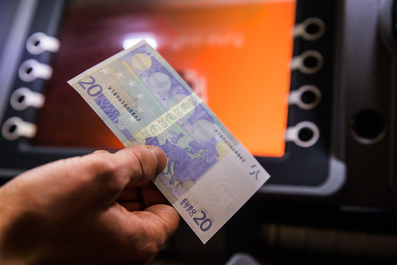 Po bankų paslaugų krepšelio – bankomatų pertvarka