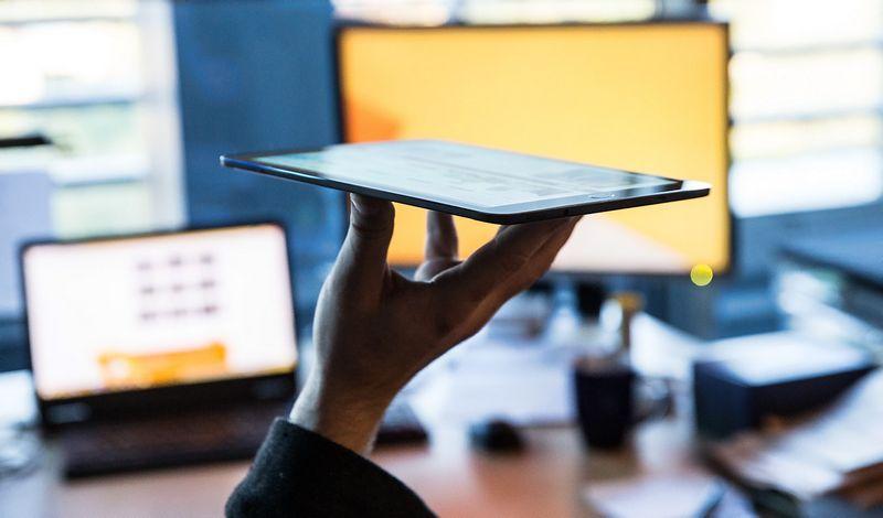 Siekiama, kad artimiausioje ateityje Lietuvoje atidaryti sąskaitą banke, įkurti įmonę ir sutvarkyti kitus reikalus būtų galima naudojant tik šiuolaikinę kompiuterinę techniką ir e. parašą. Juditos Grigelytės (VŽ) nuotr.