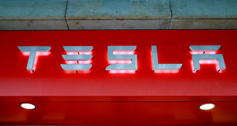 """""""Tesla"""" už baterijas iš """"gigafabriko"""" sumokėjo 1,7 mlrd. USD"""