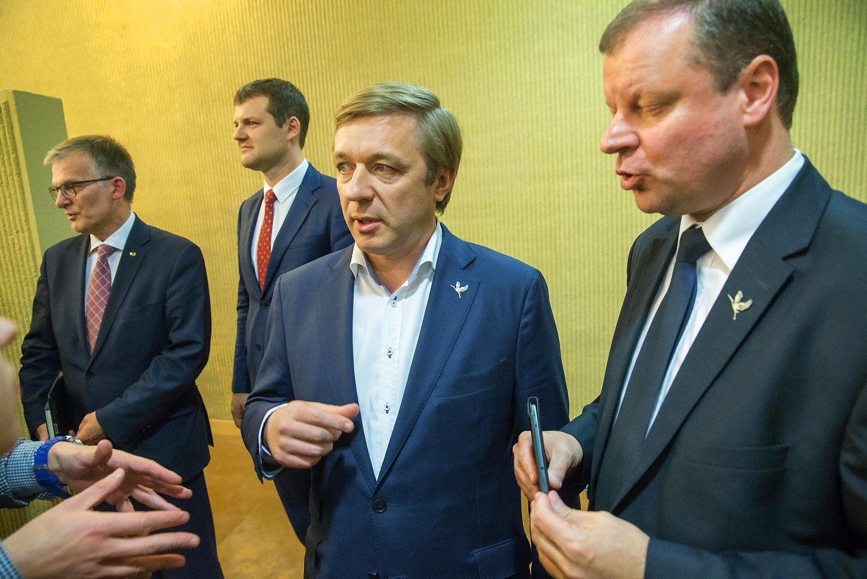 Būsima valdančioji koalicija jau deklaruoja savo pozicijų stiprinimą