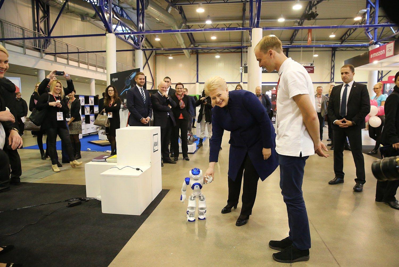 Prezidentė:Lietuva per maža,kad vystytųsi lėtai