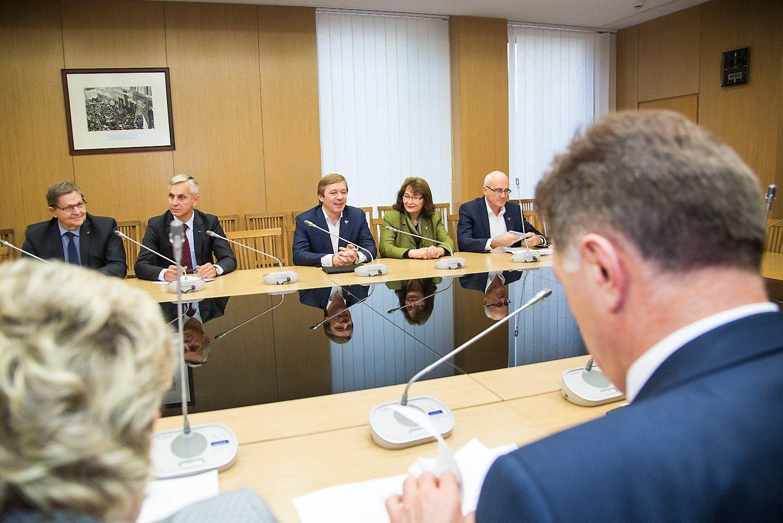 Koalicija sudaryta: socialdemokratai gavo Ūkio ministeriją, premjeru taps Skvernelis