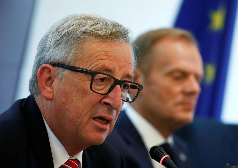 """Jeanas Claude'as Junckeris ir Donaldas Tuskas. """"Reuters"""" / """"Scanpix"""" nuotr."""