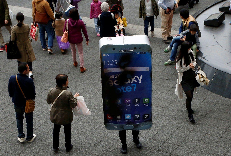 """""""Samsung"""" ieško atpirkimo, """"Galaxy S8"""" turės į """"Siri"""" panašų asistentą"""