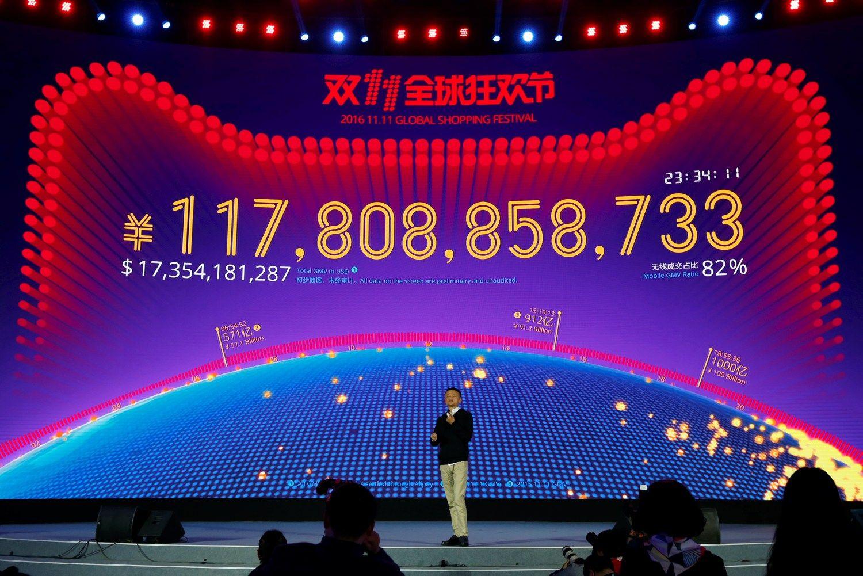 Didžiausiame pasaulio išpardavime jau išleista 15 mlrd. USD