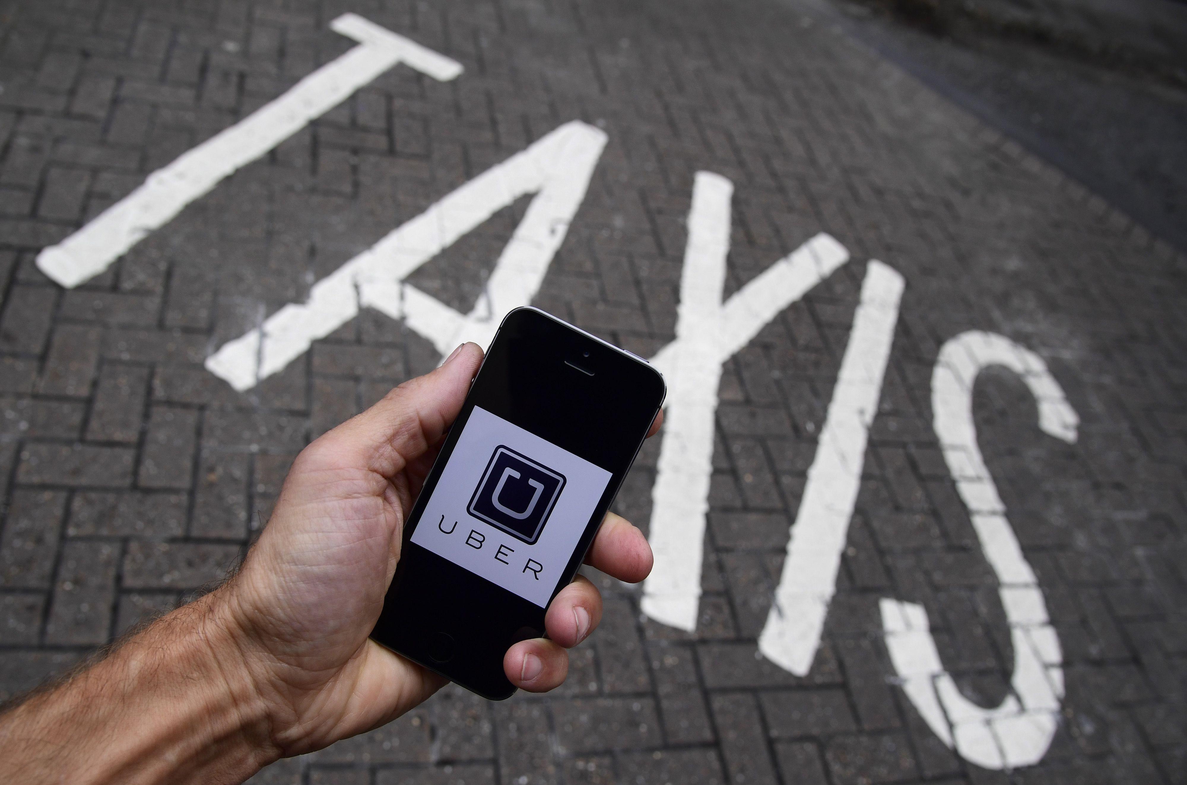 """""""Uber"""" mąsto apie pilotus ir skraidančius automobilius"""