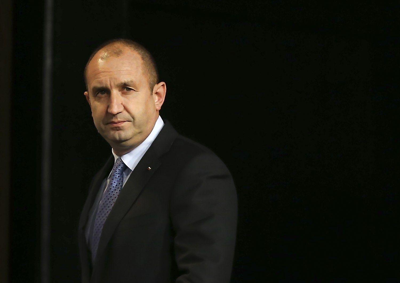 Bulgarija išsirinko prezidentą, šalies vyriausybė traukiasi