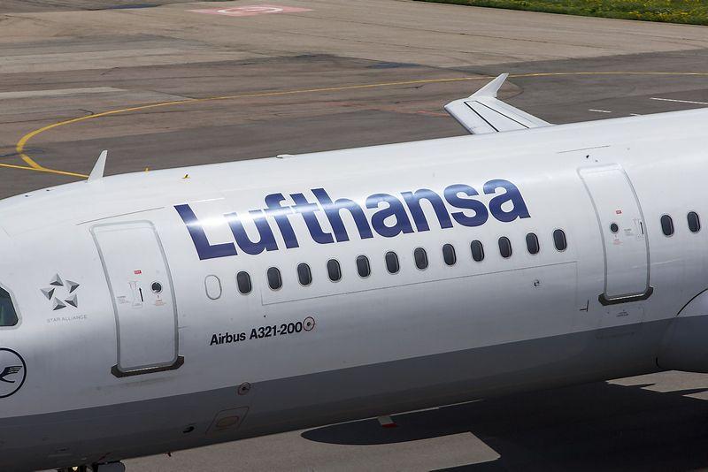 """Tarptautinis Vilniaus oro uostas. Vokietijos oro linijų bendrovės """"Lufthansa"""" lėktuvas. Vladimiro Ivaniovo (VŽ) nuotr."""