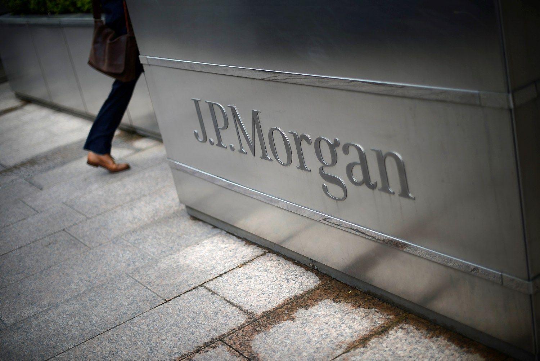 """""""JPMorgan"""" teks susimokėti už įtakingų kinų samdymą"""