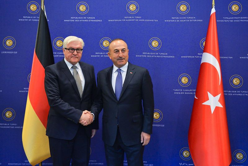 """Turkijos ir Vokietijos užsienio reikalų ministrų susitikime šią savaitę netrūko įtampos. """"Reuters"""" / """"Scanpix nuotr."""