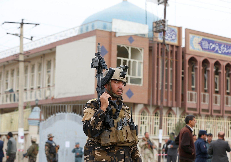 Per išpuolį Afganistano sostinėje žuvo dešimtys žmonių