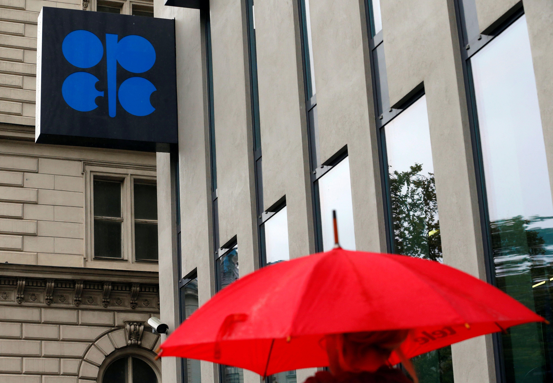OPEC susitikimas artyn, nafta – brangyn