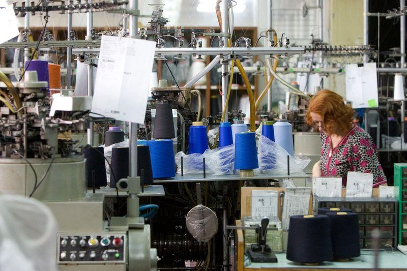 Mezgimo staklės įmonėje dūzgia visus metus. Juditos Grigelytės (VŽ) nuotr.