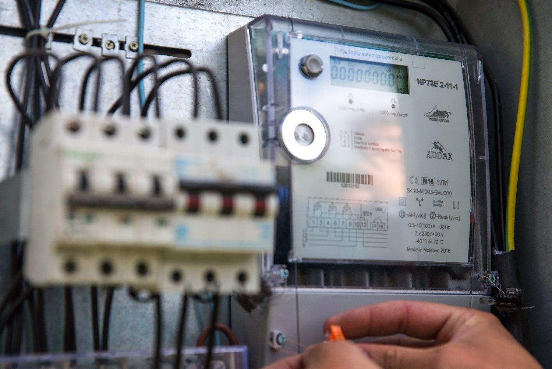 ESO siūlo 8,3% mažinti elektros kainas gyventojams