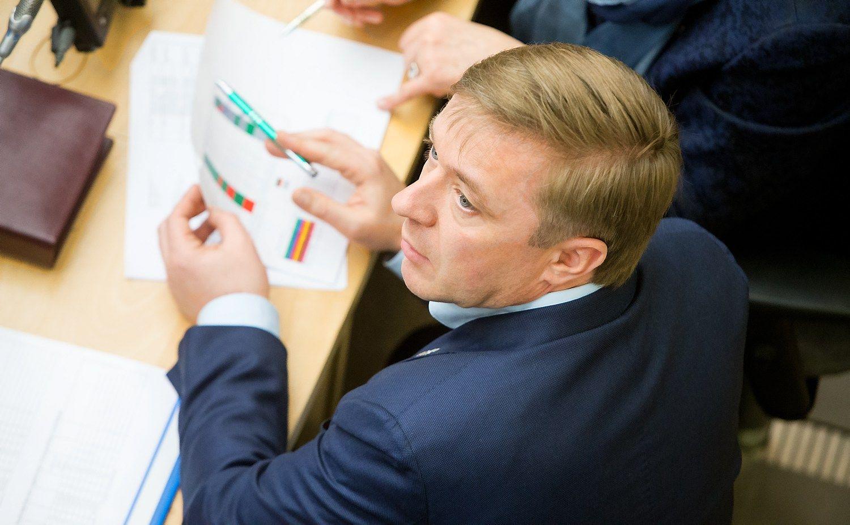 """Paskirti Seimo komitetų vadovai: Karbauskis """"vairuos"""" kultūros reikalus"""
