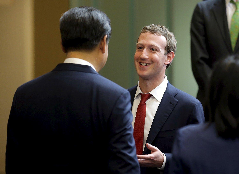 """Dėl Kinijos """"Facebook"""" svarsto susitaikyti su cenzūra"""