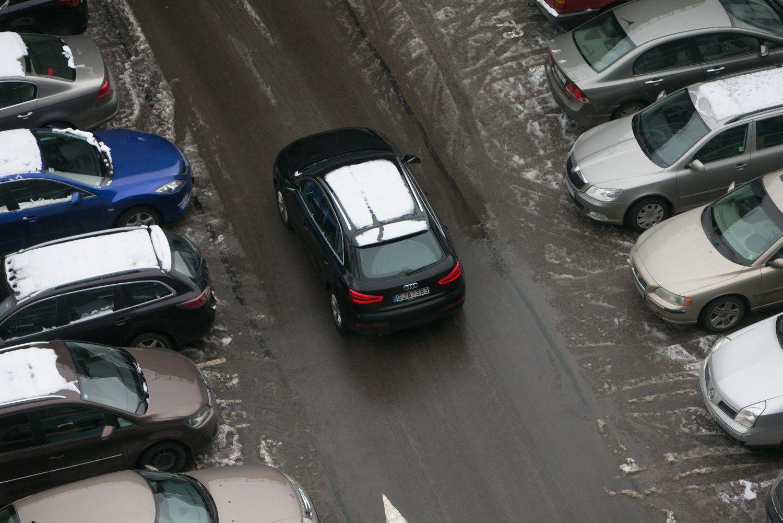 Vilniuje apmokestina daugiau automobilių statymo vietų