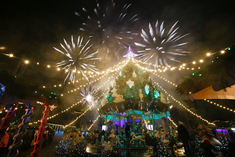 Vilniuje ir Kaune įžiebtos kalėdinės eglės