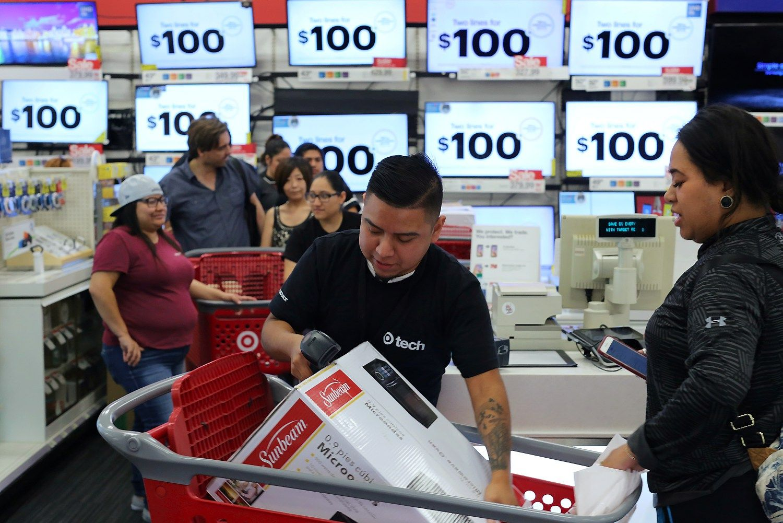 Amerikiečiai savaitgalį paišlaidaus: ką ketina pirkti
