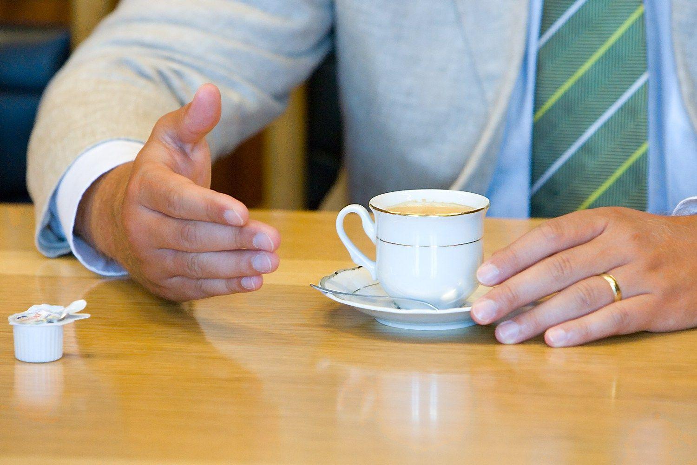 Pardavimo ABC: ar būtina turėti vardinį puodelį kliento biure