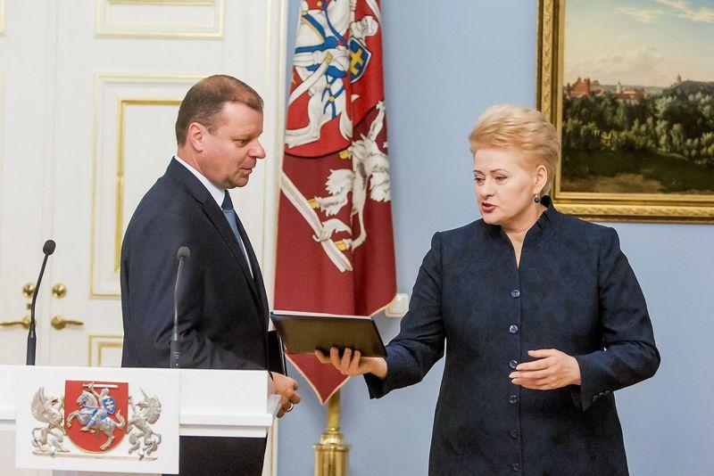 """Prezidentė Dalia Grybauskaitė turėtų pasirašyti dekretą dėl Sauliaus Skvernelio vadovaujamos Vyriausybės sudėties. Juliaus Kalinsko (""""15min.lt"""") nuotr."""