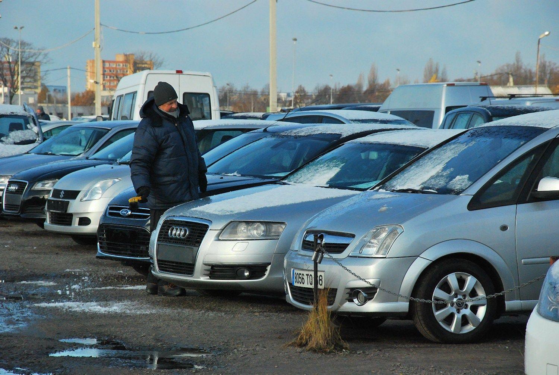 Pareigūnai Kauno automobilių turgaus apskaitoje rado pažeidimų