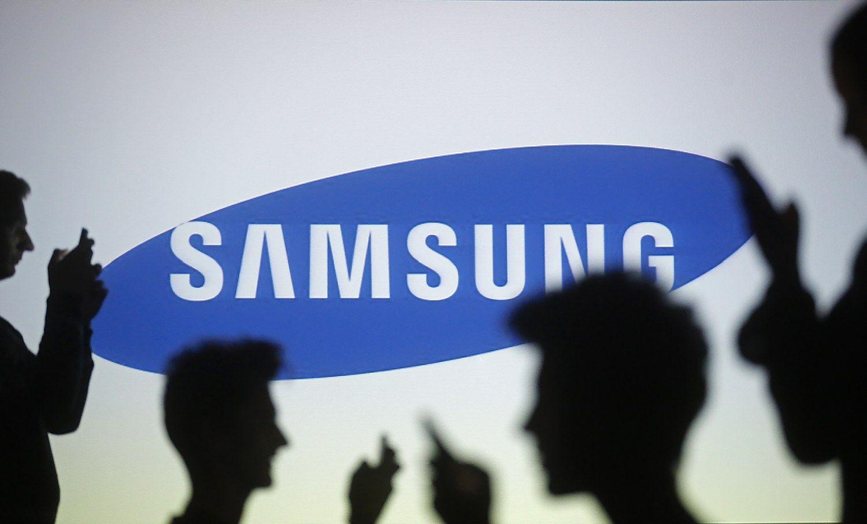 """""""Samsung Electronics"""" svarsto pasidalinti į dvi dalis"""