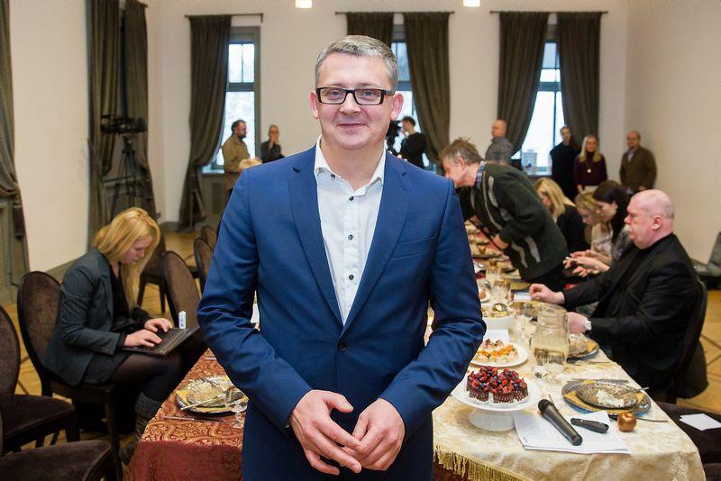 """Žydrūnas Valkeris, """"Maximos LT"""" generalinis direktorius, džiaugiasi, kad kasmet gyventojų šventinės išlaidos vis didėja. Luko Balandžio (15min) nuotr."""