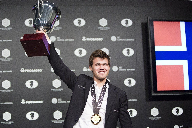 Pasaulio šachmatų čempiono titulą apgynė Magnusas Carlsenas