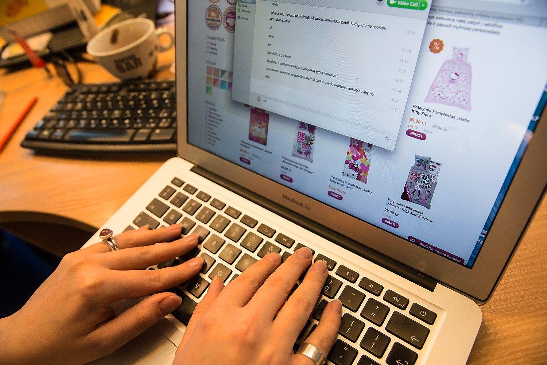 EKsiūlo atlaisvinti PVM pančius prekybai internetu