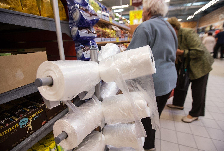 Belgai už plastikinių maišelių naudojimą baus ir pirkėjus
