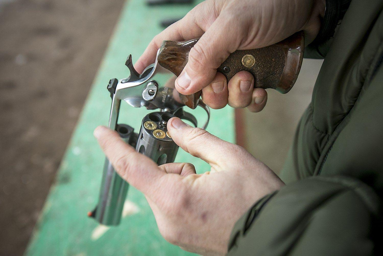 """""""Levi's"""" vadovas pataria į parduotuvę nesinešti ginklo"""