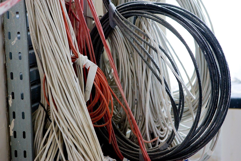 ESO įrenginės elektros ir dujų vidaus tinklus