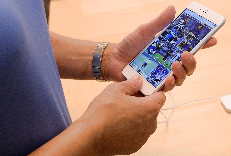 """Skundžiasi dėl sproginėjančių """"iPhone"""""""
