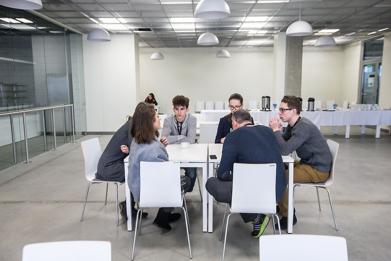 PISA tyrimas: lietuvių moksleiviai stagnuoja, estai – top 10