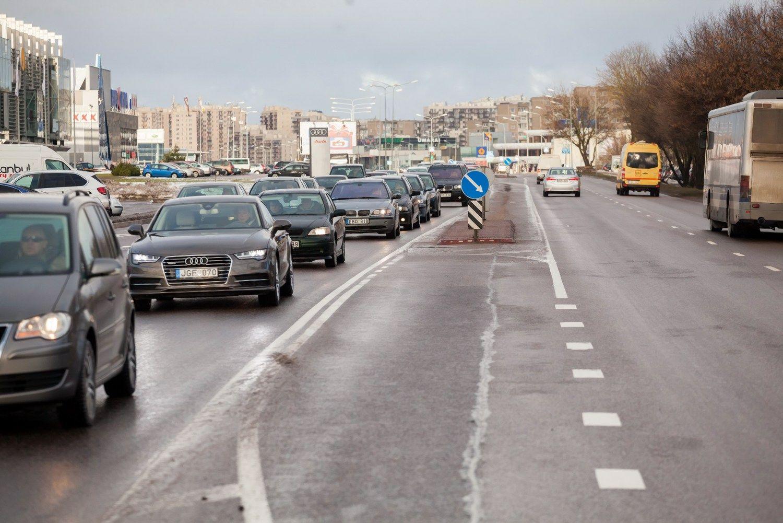 Vilniaus Ukmergės gatvėje nyksta nereguliuojami posūkiai į kairę